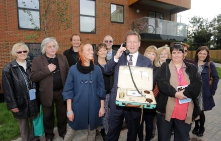 12-10-2015 Picture shows : Ed Vaizey MP tours new development Erith Park in Kent. Carl Fox 07966 349 562 www.carlfoxphoto.com